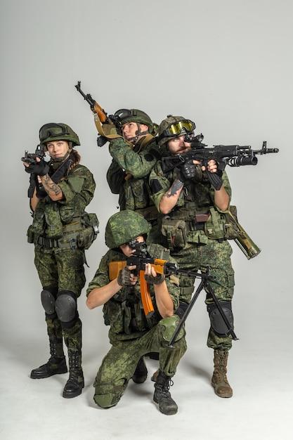 Grupo de soldados russos em branco Foto Premium