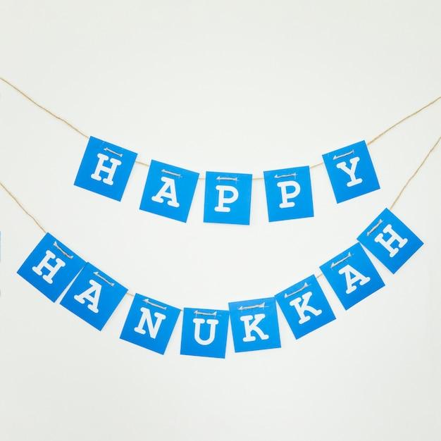 Guirlanda de hanukkah feliz na parede Foto gratuita