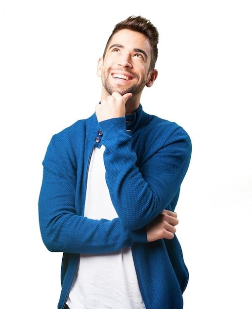 Guy em uma jaqueta de pensamento azul Foto gratuita