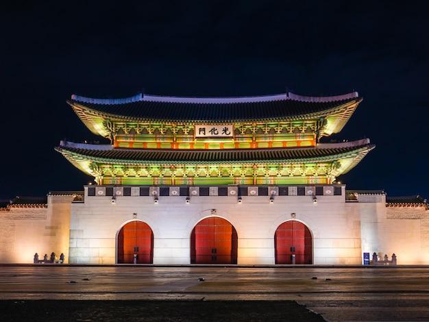 Gwanghwamun portão do palácio gyeongbokgung Foto Premium