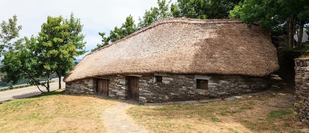 Habitação espanhola noroeste tradicional de palloza Foto Premium