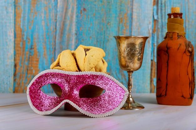 Hamans orelhas cookies noisemaker e máscara para purim celebração feriado judaico de carnaval Foto Premium