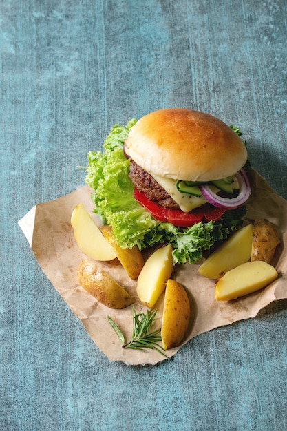 Hambúrguer caseiro com carne Foto Premium