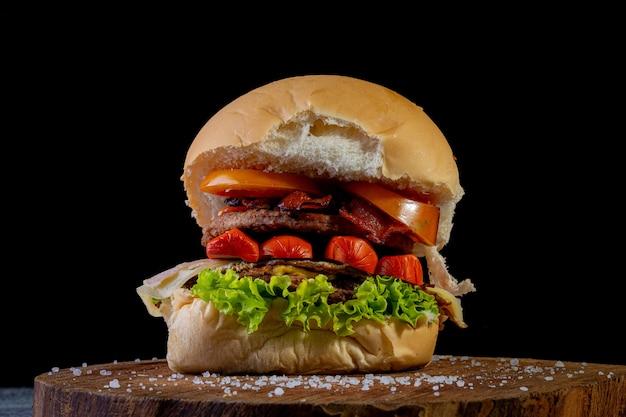 Hambúrguer caseiro grande close-up Foto Premium