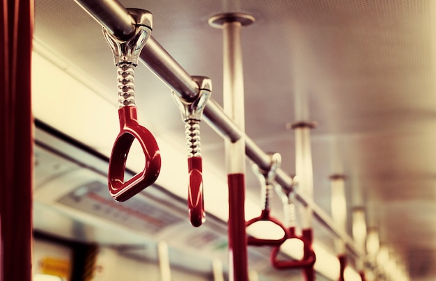 Hand handle commuting transporte público Foto gratuita