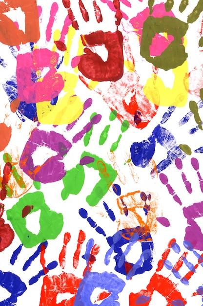 Handprints pintados feitos de tinta acrílica vívida em papel branco Foto Premium