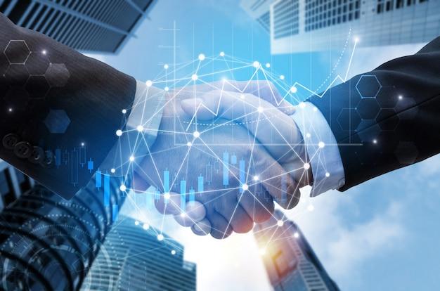 Handshake de homem de negócios com conexão de link de rede global Foto Premium