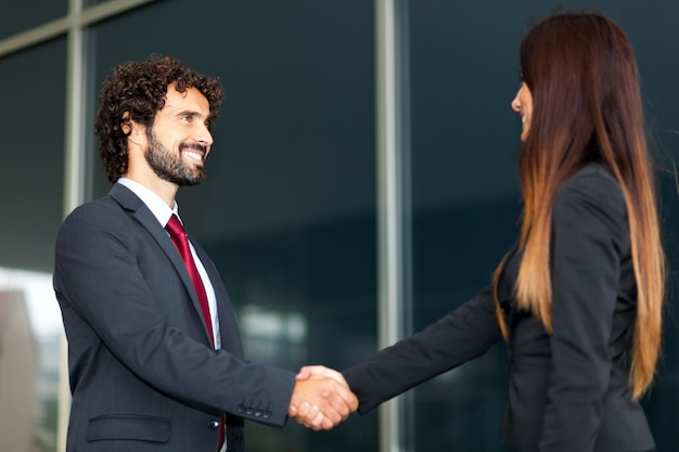 Handshake de pessoas de negócios Foto Premium
