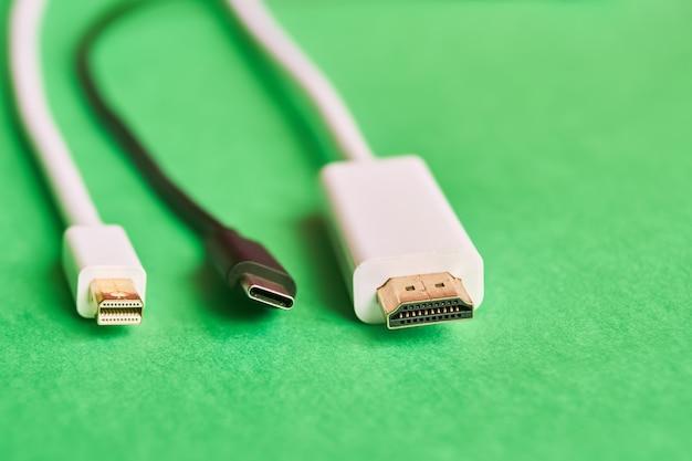 Hdmi, mini porta de exibição e cabos tipo c Foto Premium