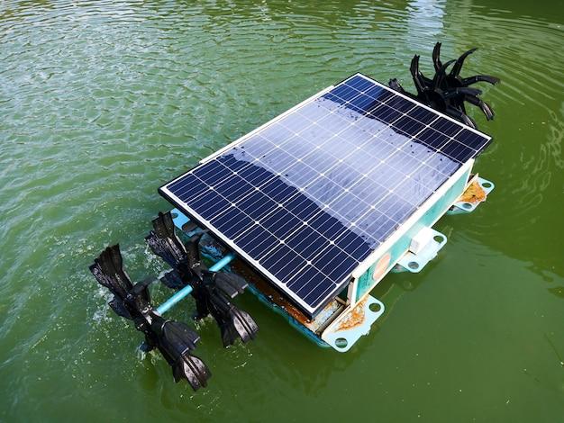 Hélice de água solar Foto Premium