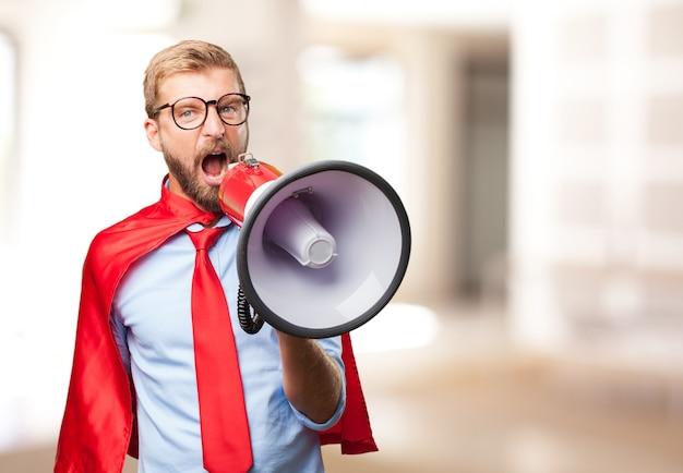 Herói homem loiro expressão de raiva Foto gratuita