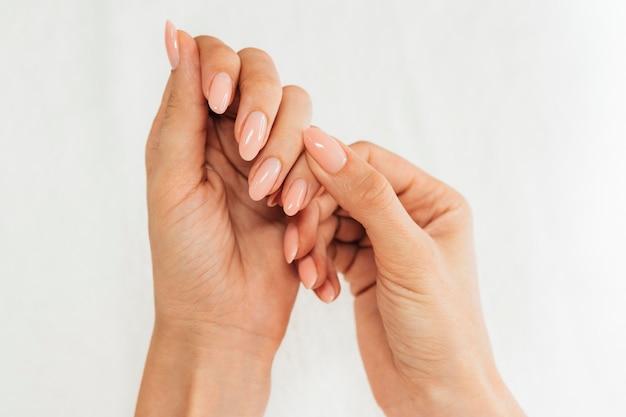 Higiene das unhas e cuidados planos Foto gratuita
