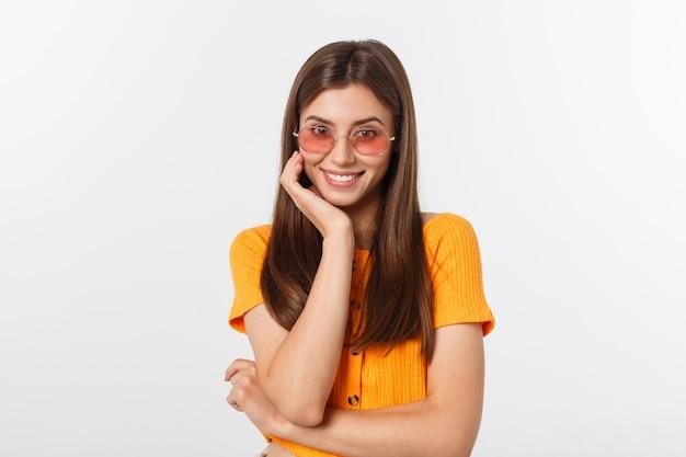 Hipster de menina moda em copos. Foto Premium