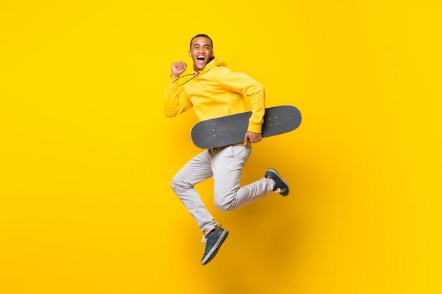 Homem afro-americano de skatista Foto Premium