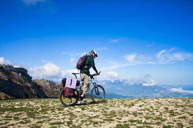 Homem andando de bicicleta Foto Premium