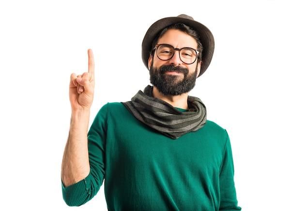 Homem apontando para cima Foto gratuita