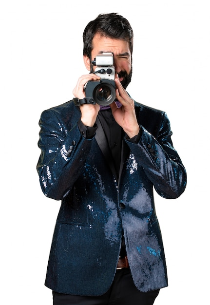Homem bonito com filmagem de sequin Foto gratuita