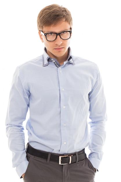 Homem bonito em uma camisa e óculos Foto gratuita