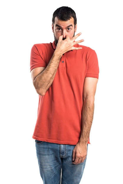 Homem bonito que faz um mau gesto Foto gratuita