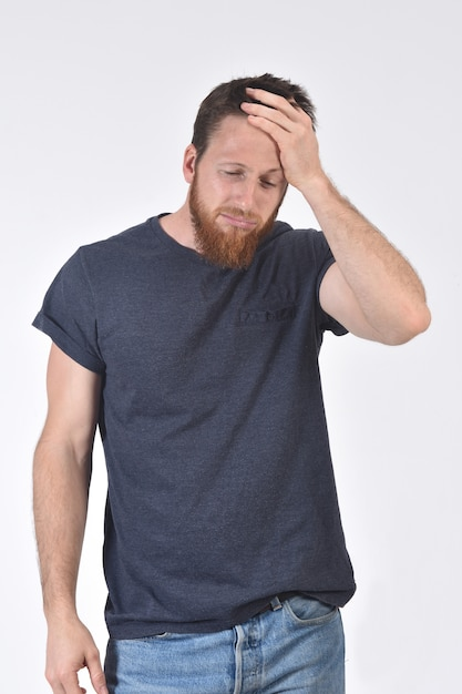 Homem, com, dor de cabeça, branco Foto Premium