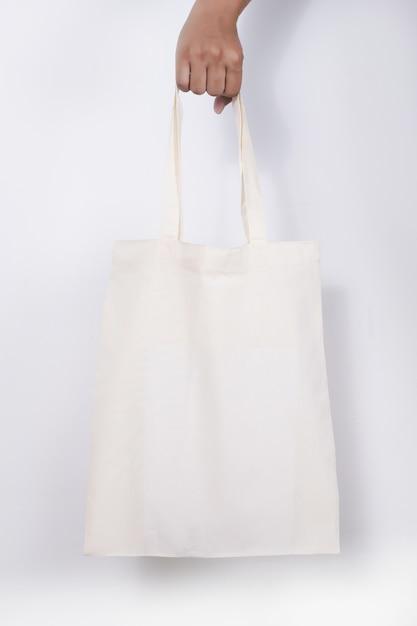 Homem com saco de algodão sacos de compras eco maquete Foto Premium