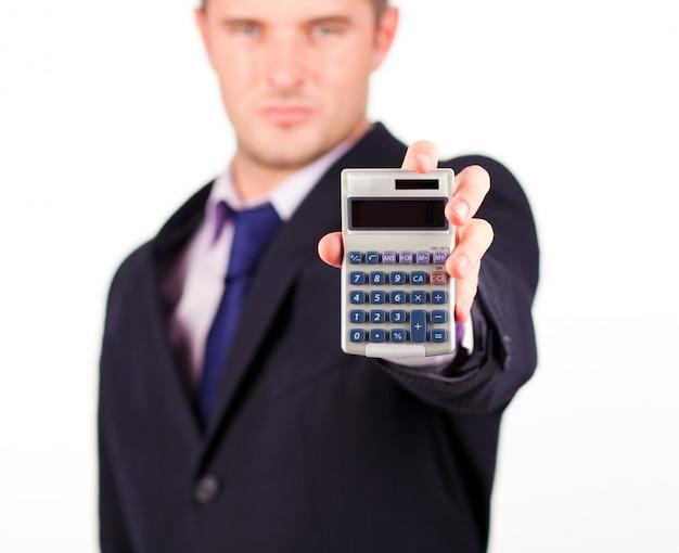 Homem com uma calculadora Foto Premium