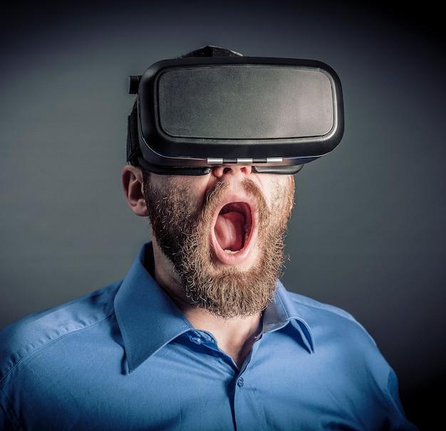 Homem, com, vr, óculos proteção Foto Premium