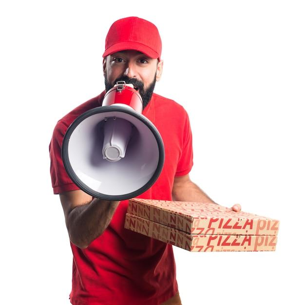 Homem de entrega de pizza gritando por megafone Foto gratuita