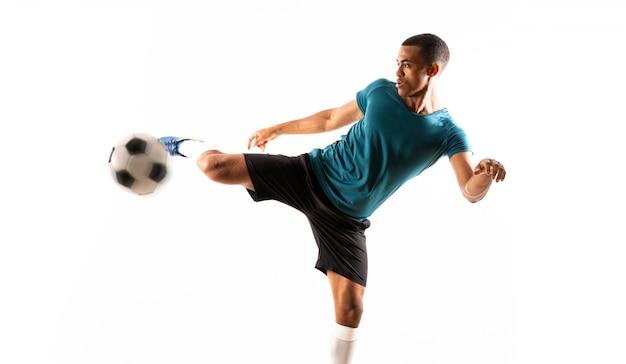 Homem de jogador de futebol afro-americano branco Foto Premium