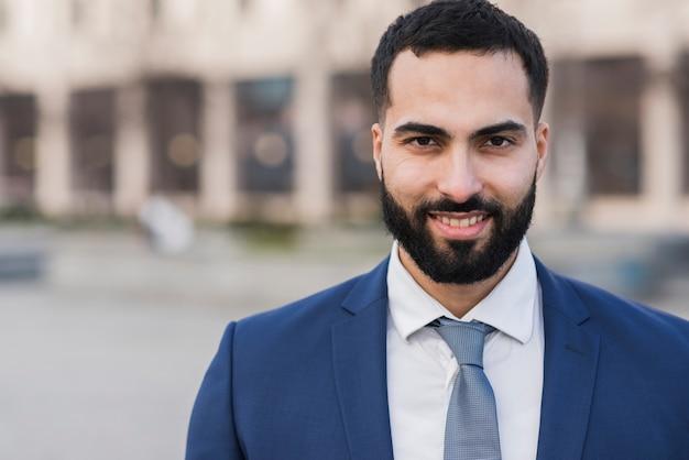 Homem de negócios bonito retrato Foto gratuita