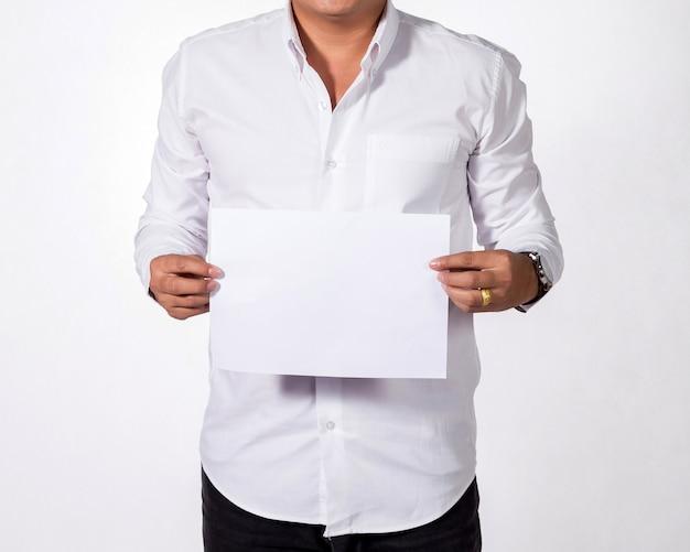 Homem de negócios que mostra o livro branco em branco. Foto Premium