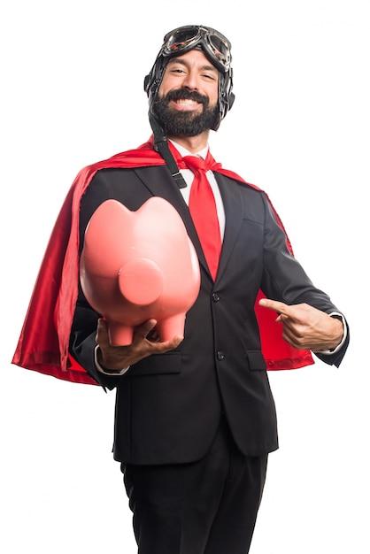 Homem de negócios super-herói segurando um cofre Foto gratuita