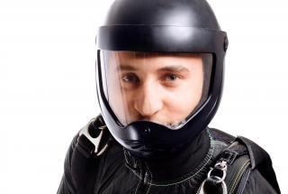 homem em capacete