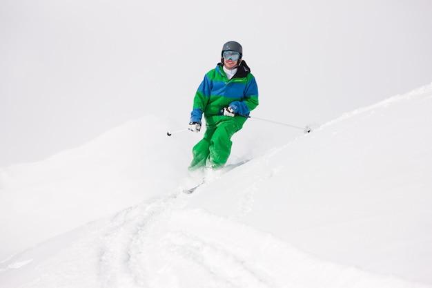 Homem, esquiando, declive Foto Premium