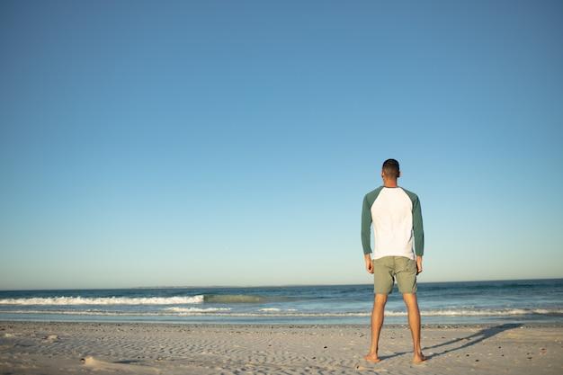 Homem, ficar, praia Foto gratuita