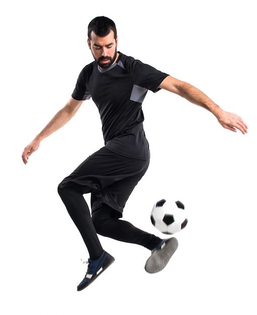 Homem jogando futebol Foto gratuita