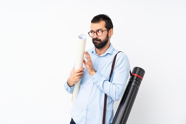 Homem jovem arquiteto com barba planejando algo Foto Premium