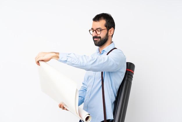 Homem jovem arquiteto com barba sobre branco isolado Foto Premium