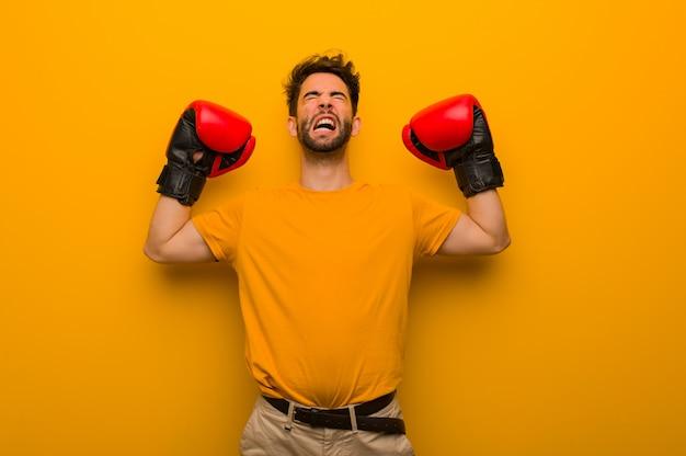 Homem jovem, desgastar, luvas boxing Foto Premium