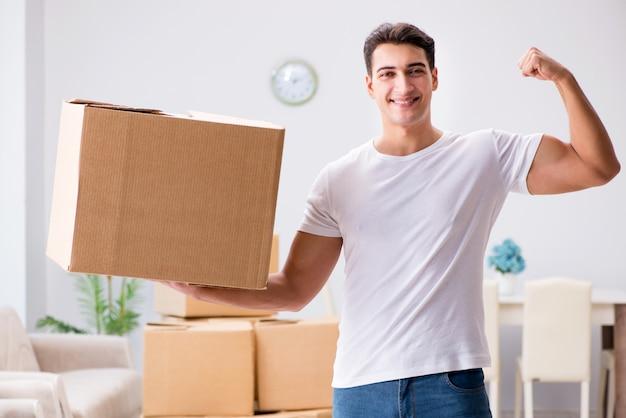 Homem jovem, em movimento, caixas, casa Foto Premium