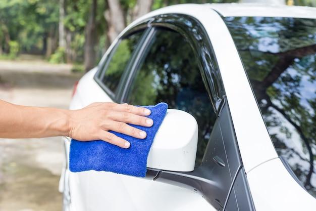 Homem, limpeza, car, com, microfiber, pano, car, detalhar, e, valeting, conceitos Foto Premium