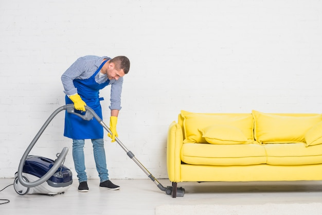 Homem, limpeza, seu, lar Foto gratuita