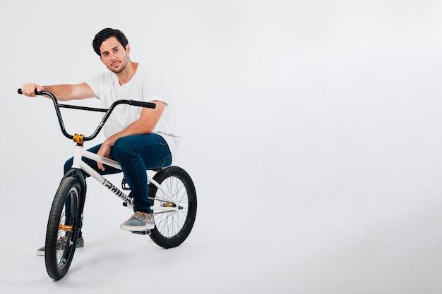 Homem na bmx bike Foto gratuita