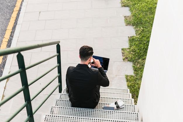 Homem negócio, café bebendo Foto gratuita