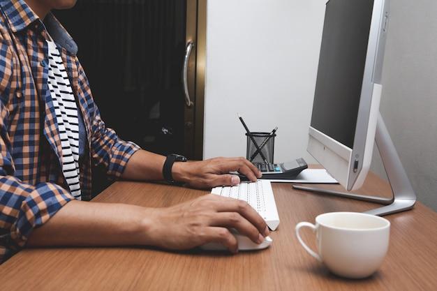 Homem negócio, trabalhando, computador Foto Premium