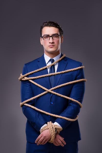 Homem negócios, amarrado, com, corda Foto Premium