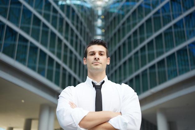 Homem negócios, em, urbano, cidade Foto Premium