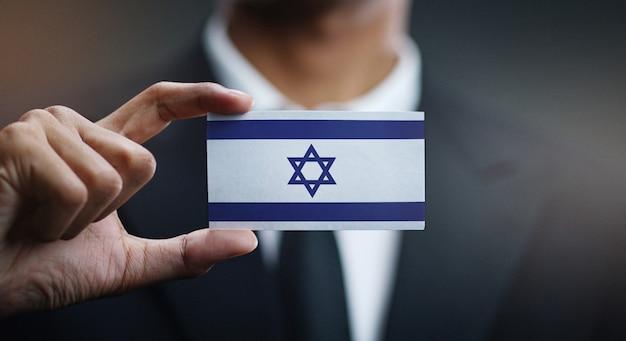 Homem negócios, segurando, cartão, de, bandeira israel Foto Premium