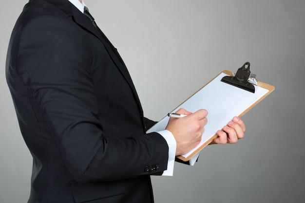 Homem negócios, segurando clipboard Foto Premium