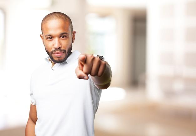 Homem negro expressão de raiva Foto gratuita